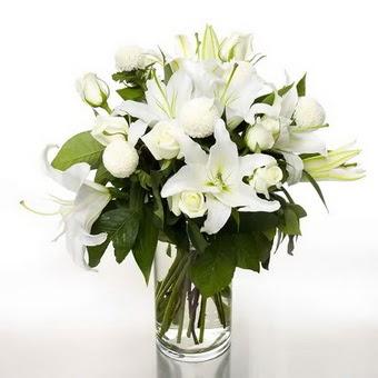Bolu çiçek gönderme sitemiz güvenlidir  1 dal cazablanca 7 adet beyaz gül vazosu