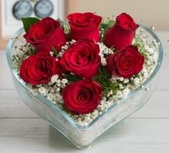 Kalp içerisinde 7 adet kırmızı gül  Bolu çiçek gönderme sitemiz güvenlidir