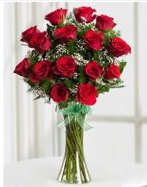 Cam vazo içerisinde 11 kırmızı gül vazosu  Bolu anneler günü çiçek yolla