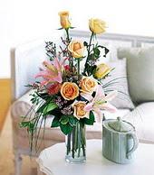 Bolu çiçek , çiçekçi , çiçekçilik  cam yada mika vazo içerisinde gül kazablanka