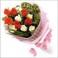 5 kirmizi 5 beyaz güllerden   Bolu online çiçek gönderme sipariş