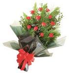 12 adet kirmizi gül buketi   Bolu çiçekçi mağazası