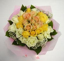 sari ve beyaz gül karisimda   Bolu çiçek , çiçekçi , çiçekçilik