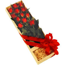 kutuda 12 adet kirmizi gül   Bolu çiçek yolla