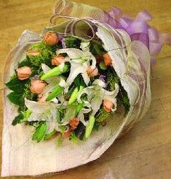 Bolu internetten çiçek satışı  11 ADET GÜL VE 1 ADET KAZABLANKA