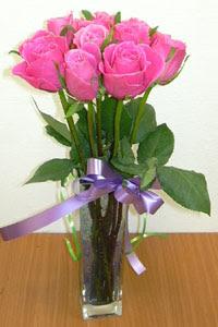 cam vazo içerisinde 11 adet gül  Bolu internetten çiçek satışı