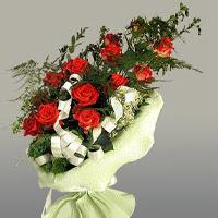 Bolu ucuz çiçek gönder  11 adet kirmizi gül buketi sade haldedir