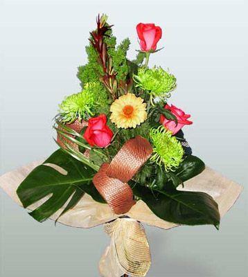 Bolu ucuz çiçek gönder  3 adet gül 4 adet gerbera çiçegi sade buket