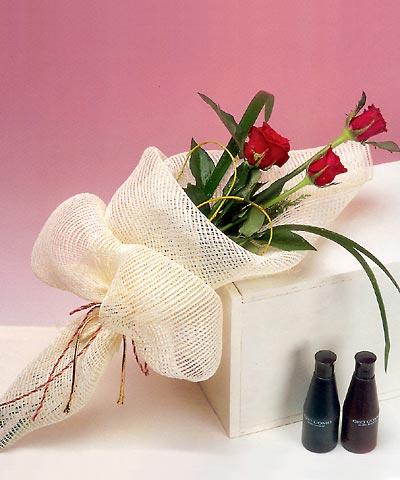 3 adet kalite gül sade ve sik halde bir tanzim  Bolu internetten çiçek siparişi