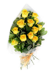 Bolu güvenli kaliteli hızlı çiçek  12 li sari gül buketi.
