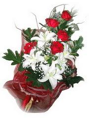 Bolu kaliteli taze ve ucuz çiçekler  5 adet kirmizi gül 1 adet kazablanka çiçegi buketi