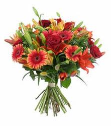 Bolu çiçek gönderme  3 adet kirmizi gül ve karisik kir çiçekleri demeti