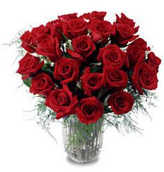 Bolu çiçek gönderme sitemiz güvenlidir  11 adet kirmizi gül cam yada mika vazo içerisinde