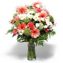 Bolu çiçekçiler  cam yada mika vazo içerisinde karisik demet çiçegi