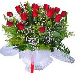 Bolu çiçek satışı  12 adet kirmizi gül buketi esssiz görsellik
