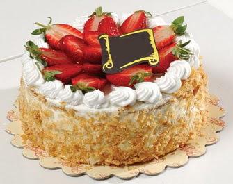 uygun pastaneler 4 ile 6 kisilik çilekli yas pasta lezzetli  Bolu çiçek siparişi vermek