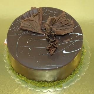 pastaci ustamizdan 4 ile 6 kisilik fistikli çikolatali yaspasta  Bolu çiçek servisi , çiçekçi adresleri