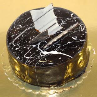 pasta gönder 4 ile 6 kisilik parça çikolatali yaspasta  Bolu internetten çiçek siparişi