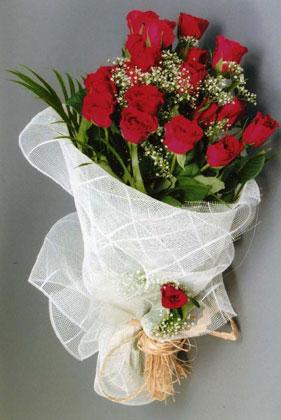 10 adet kirmizi güllerden buket çiçegi  Bolu yurtiçi ve yurtdışı çiçek siparişi