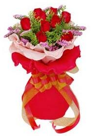 Bolu cicekciler , cicek siparisi  8 Adet kirmizi güllerden buket tanzimi