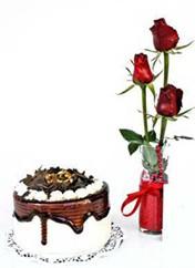 Bolu çiçek siparişi vermek  vazoda 3 adet kirmizi gül ve yaspasta