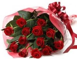 Bolu anneler günü çiçek yolla  10 adet kipkirmizi güllerden buket tanzimi