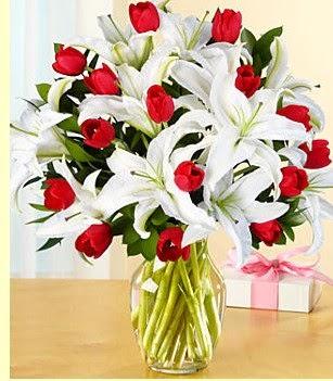 Bolu çiçek siparişi sitesi  3 kazablanka 10 kırmızı gül vazosu