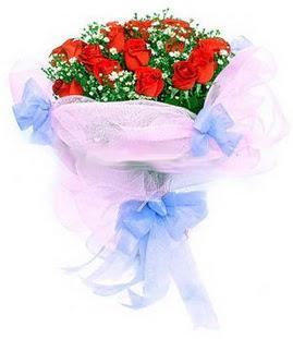 Bolu çiçek siparişi sitesi  11 adet kırmızı güllerden buket modeli