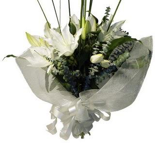 Bolu çiçekçi mağazası  2 dal kazablanka çiçek buketi