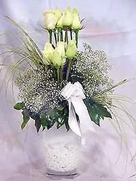 Bolu online çiçek gönderme sipariş  9 adet vazoda beyaz gül - sevdiklerinize çiçek seçimi