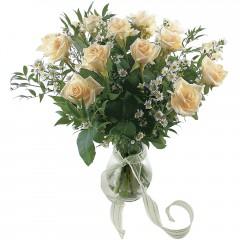 Vazoda 8 adet beyaz gül  Bolu 14 şubat sevgililer günü çiçek