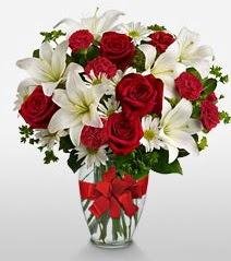 Eşsiz vazo tanzimi güller kazablankalar  Bolu online çiçek gönderme sipariş