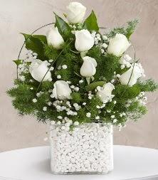 9 beyaz gül vazosu  Bolu çiçek satışı