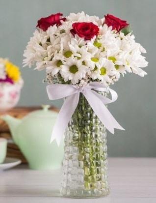 Papatya Ve Güllerin Uyumu camda  Bolu çiçek gönderme sitemiz güvenlidir