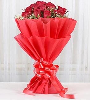 12 adet kırmızı gül buketi  Bolu hediye çiçek yolla